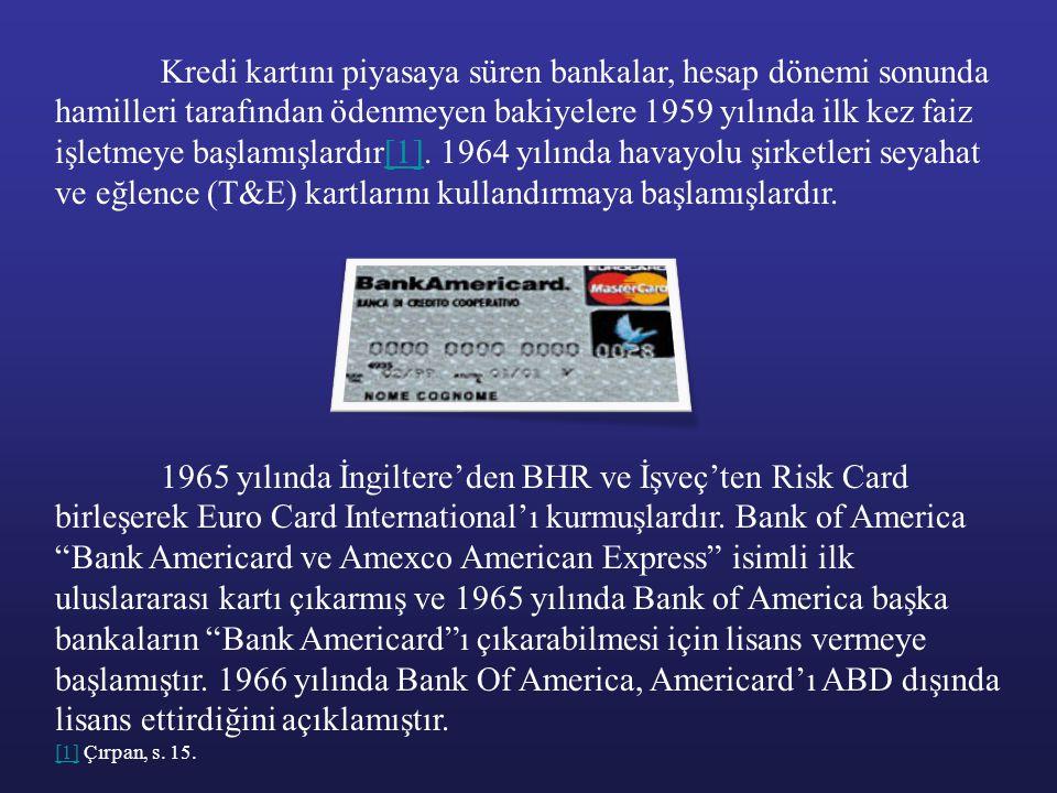 Kredi kartını piyasaya süren bankalar, hesap dönemi sonunda hamilleri tarafından ödenmeyen bakiyelere 1959 yılında ilk kez faiz işletmeye başlamışlardır[1]. 1964 yılında havayolu şirketleri seyahat ve eğlence (T&E) kartlarını kullandırmaya başlamışlardır.